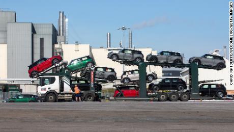 Готовые автомобили Mini на заводе окончательной сборки Mini в Коули недалеко от Оксфорда, Великобритания.