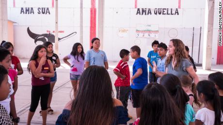 Planeto Océano teaches marine conservation at schools in Peru.