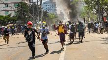उनका शिकार किया जाता है और छुपाया जाता है लेकिन म्यांमार के पत्रकार सच्चाई की रिपोर्ट करना जारी रखते हैं