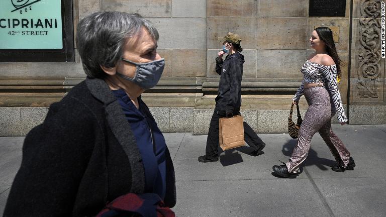 CDC: personas completamente vacunadas pueden dejar de usar mascarillas