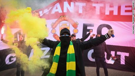 Fans are seen protesting Manchester United's ownership of Glazer outside the stadium.