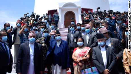 Le Premier ministre KP Sharma Oli inaugure le Dharahara nouvellement construit à Katmandou, au Népal, le 24 avril 2021.