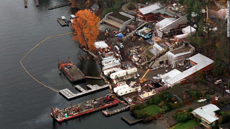 Një foto ajrore e vitit 1996 tregon shtëpinë e familjes Gates në ndërtim e sipër.
