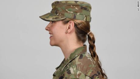 O Exército dos EUA permitirá que as mulheres soldados usem rabos de cavalo em todos os uniformes