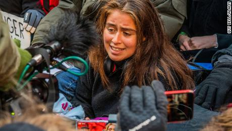 Marina Trex는 기후 행동에 대해 영국 정부를 고소한 세 명의 영국 학생 중 한 명입니다.