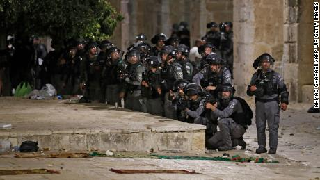 Israeli security forces deploy during clashes with Palestinian protesters at the al-Aqsa mosque compound in Jerusalem, on May 7, 2021.