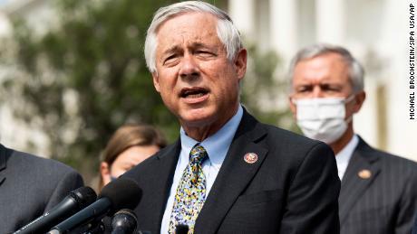 Congresista republicano proclama '  Falso & # 39;  Afirmaciones de colegas republicanos que minimizan los disturbios en el Capitolio