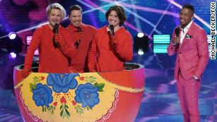 """THE MASKED SINGER: Isaac, Taylor and Zac Hanson with host Nice Cannon in """"The Quarter Finals - Five Fan Favorites!"""" episode of THE MASKED SINGER airing Wednesday, May 12 (8:00-9:00 PM ET/PT), © 2021 FOX MEDIA LLC. CR: Michael Becker/FOX."""