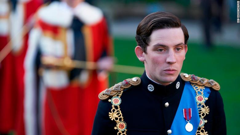 Josh O &  39; Connor sebagai Pangeran Charles dalam & quot; The Crown & quot;