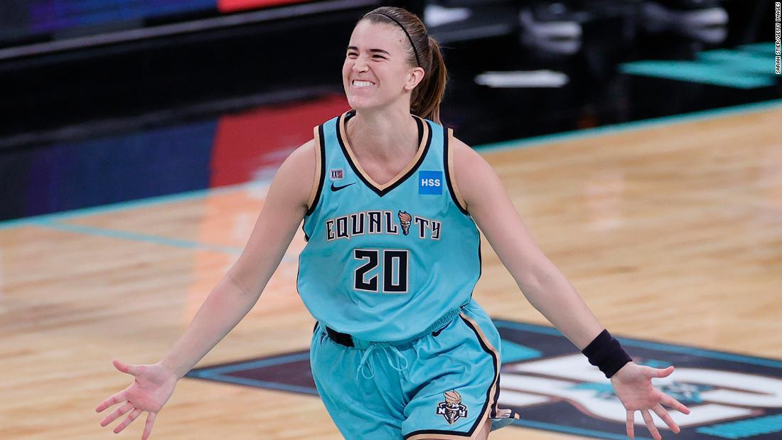 Sabrina Ionescu honors Kobe Bryant, hits game-winning 3 to start the WNBA season