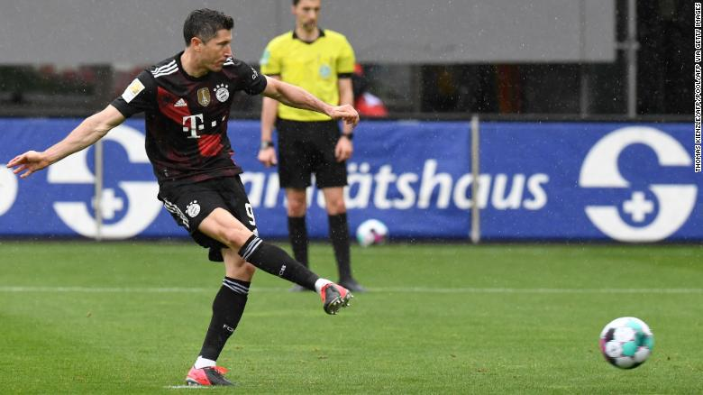 Robert Lewandowski scores 40th Bundesliga goal of the season to equal Gerd Müller's record