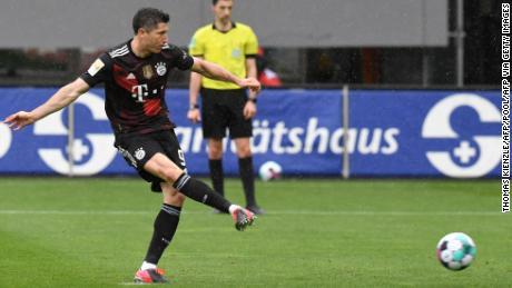Robert Lewandowski Scores 40th Bundesliga Goal Of The Season To Equal Gerd Muller S Record Cnn