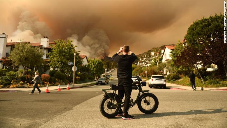 Evacuations Topanga wildfire