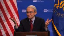 """""""SNL"""" star Kate McKinnon plays Dr. Anthony Fauci"""