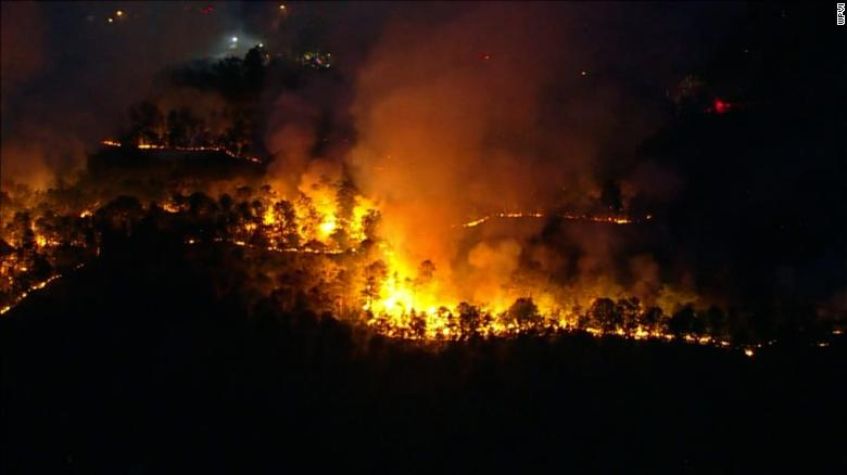 A New Jersey wildfire has torched about 900 acres … and counting