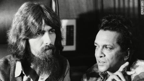 George Harrison et Ravi Shankar tels que représentés dans les docu-séries `` 1971: l'année qui a tout changé '' (Apple TV +).