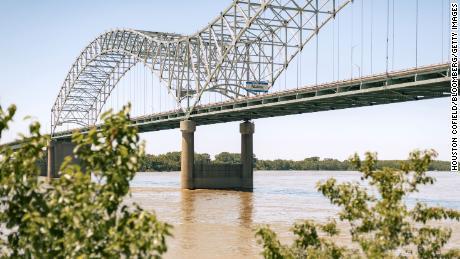 Memphis bridge's unusual design puts it at risk for future problems.