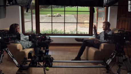 Winfrey et le prince ont tous deux évoqué leurs expériences dans la bande-annonce de la série.