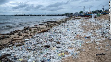 La moitié des déchets plastiques jetables générés par seulement 20 entreprises