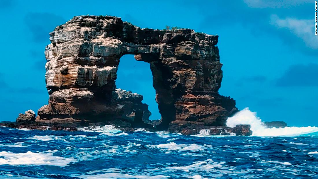 Famous Galapagos rock formation collapses