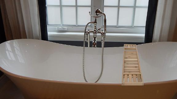 Mind Reader Bamboo Bathtub Caddy