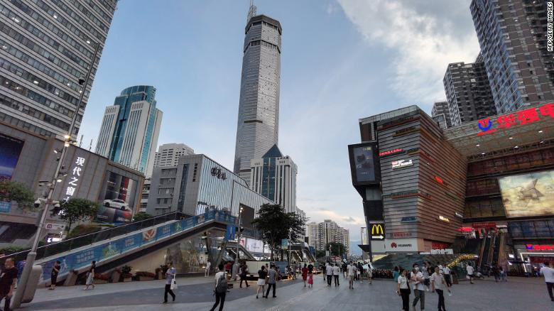 People flee in panic as skyscraper wobbles in China, despite no earthquake and fine weather