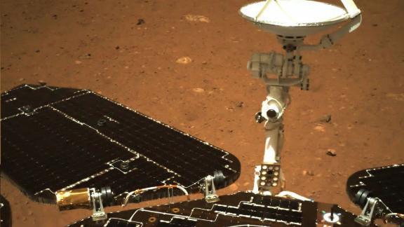 The solar panel and antenna of the Zhurong rover, which unfolded normally after landing, on May 19.