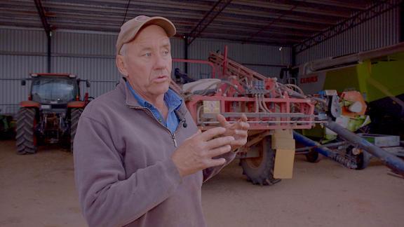 Мицхаел Паитен, пољопривредник у Новом Јужном Велсу, свој тракторски шупа назива А.