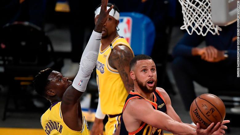Curry mencetak 37 poin dalam Warriors &  39;  kalah melawan Lakers