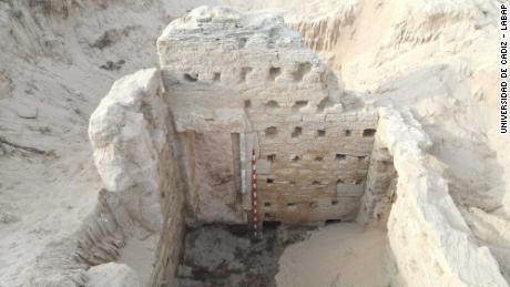 Se ha descubierto un antiguo complejo de baños romanos en la playa del sur de España