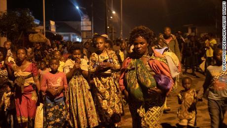 Κάποιοι κάτοικοι της Γκόμα, Λαϊκή Δημοκρατία του Κονγκό (ΛΔΚ) έφυγαν από την πόλη μετά την ξαφνική έκρηξη του ηφαιστείου Νιραγκόνγκο το Σάββατο.