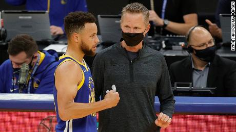 Fully vaccinated head coaches no longer have to wear masks during NBA games