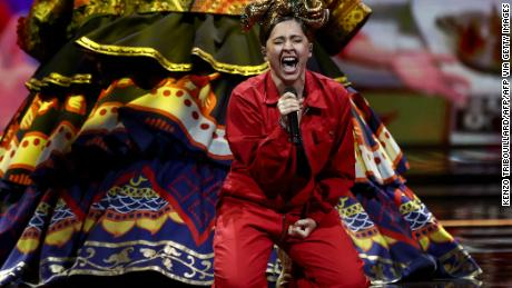 """Russia's Manizha during her anthem to female empowerment, """"Russian Woman."""""""