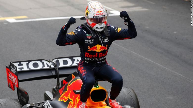 Verstappen merayakan setelah memenangkan Grand Prix Monaco