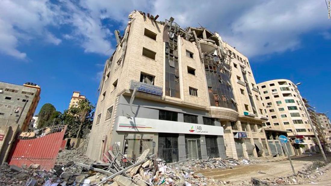 Un groupe humanitaire américain détruit lors d'une frappe aérienne israélienne promet de reconstruire son bureau à Gaza