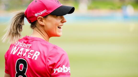 SYDNEY, AUSTRALIA - NOVEMBER 07:  Captains Ellyse Perry of the Sixers during the Women's Big Bash League WBBL match between the Sydney Sixers and the Hobart Hurricanes  at North Sydney Oval, on November 07, 2020, in Sydney, Australia. (Photo by Hanna Lassen/Getty Images)