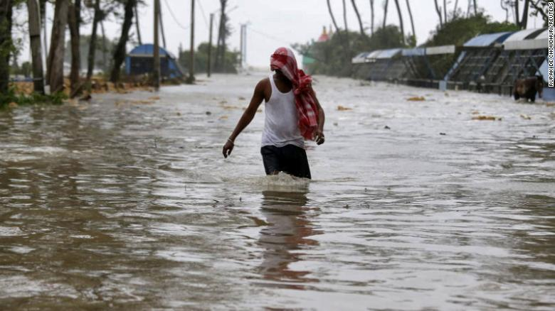 Cyclone Yaas batters India's east coast leaving tens of thousands homeless