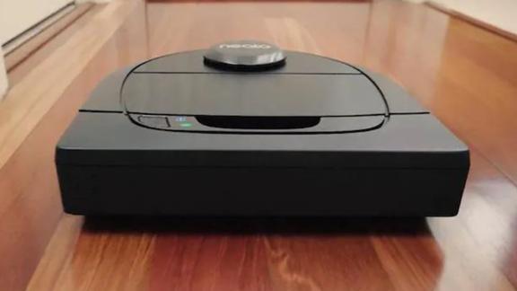 Neato Robotics Botvac D6 Auto-Charging Robotic Vacuum