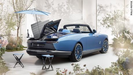 La Rolls-Royce Boat Tail est livrée avec un ensemble de pique-nique complet à l'arrière.