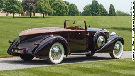 Cette Rolls-Royce Phantom II Continental Drophead Coupé de 1934 construite sur mesure est un exemple de la conception des premières voitures à queue de bateau.