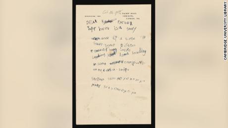 주어진 선물 중에는 젊은 스티븐이 아버지에게 보낸 1948 년의 편지가 있습니다.