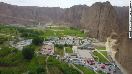 La course de montagne a eu lieu dans la forêt de pierre du fleuve Jaune, une destination touristique connue pour ses imposantes formations rocheuses déchiquetées dans la province chinoise du Gansu.