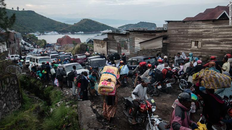 Thousands flee Goma as threat of another volcanic eruption looms