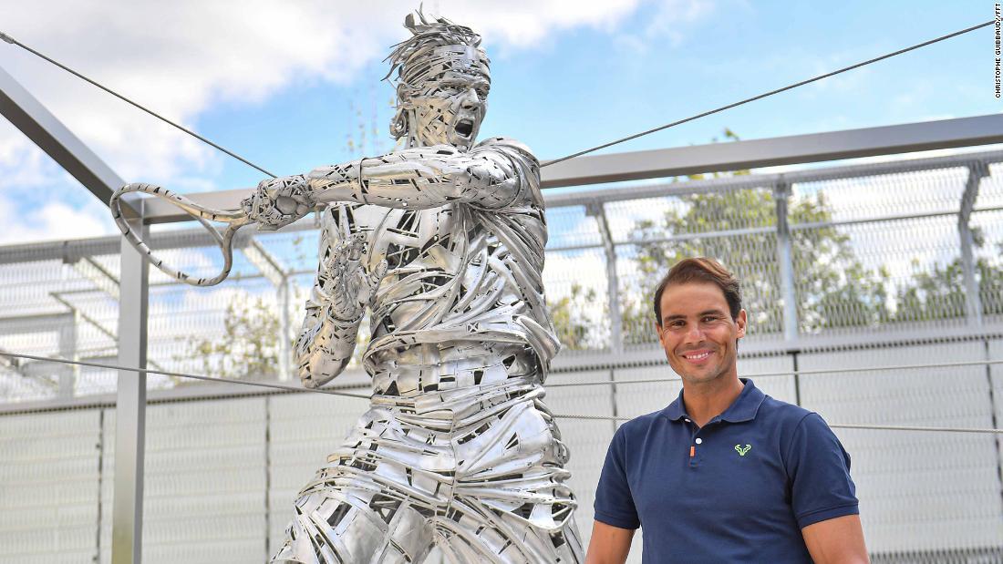 Le champion de Roland-Garros Rafael Nadal, en statues