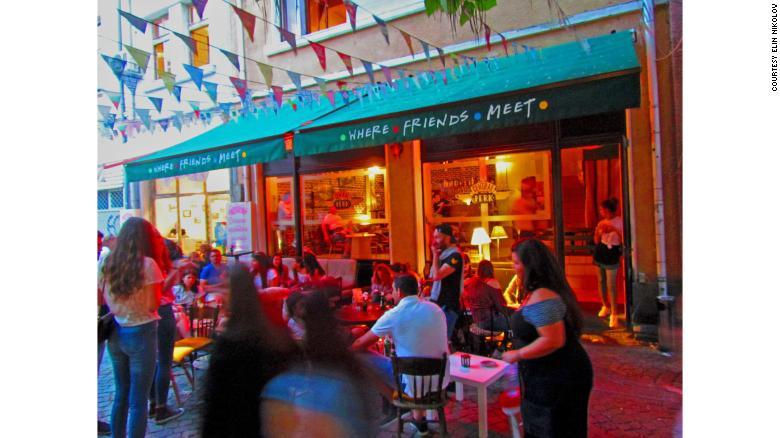 Kafe Nikolov di Plovdiv menarik perhatian & quot; Teman & quot;  penggemar dari seluruh Eropa tengah dan Timur