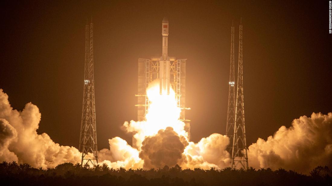 Le vaisseau spatial cargo de la Chine accoste avec un module de station spatiale