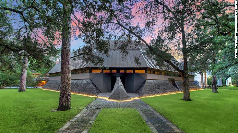 Houston's 'Darth Vader House' hits the market for $4.3 million.