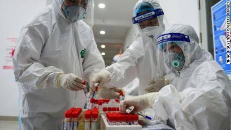 Vietnam detectează o nouă variantă suspectată de coronavirus, care este un hibrid de tulpini britanice și indiene