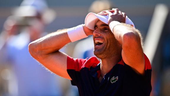 Andújar celebrates his upset win over Dominic Thiem on Sunday.