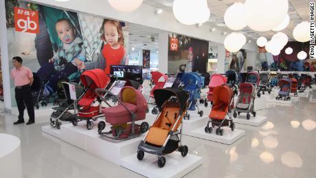 La nouvelle politique chinoise des trois enfants fait grimper les stocks de bébés et de maternités